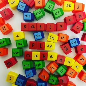 Letters and sounds linking cubes phonic games