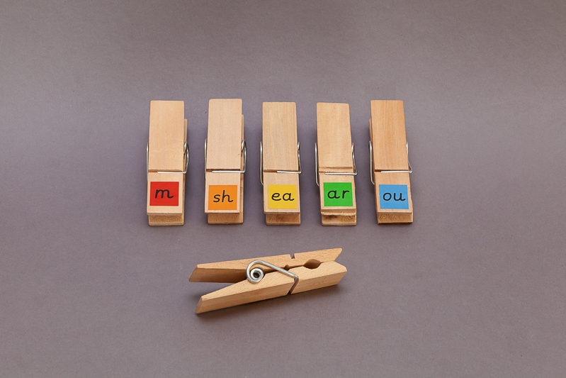 Learn to blend and read phonics with these fine motor phonic pegs.